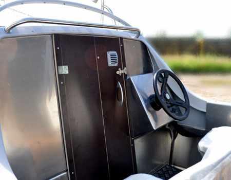 Дверь рубки на лодке «Абрис 470»