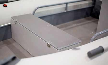 Кокпит лодки РИБ «Раптор М-410»