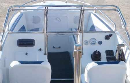 Консоли и пост управления лодки «Темп 480»