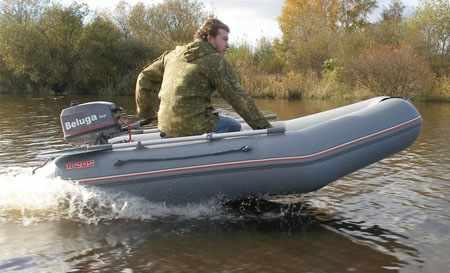 Надувная лодка «Краб R285» на воде
