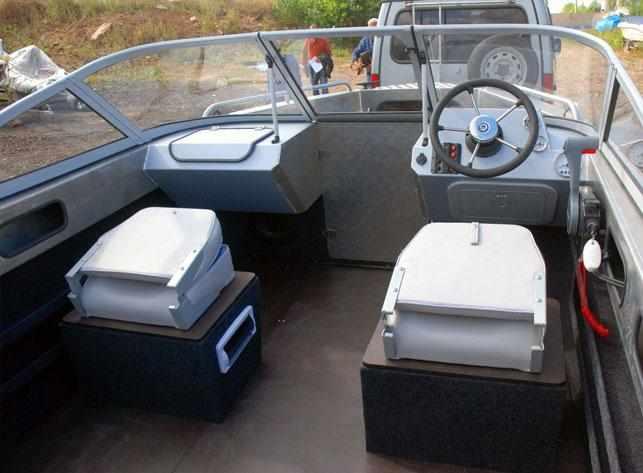 Кокпит лодки «Самара 500 Fish»