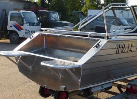 Кормовая зона лодки «Уралъ 485»