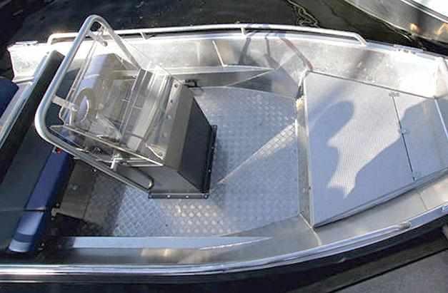 Консоль с постом управления лодки «Master 471»