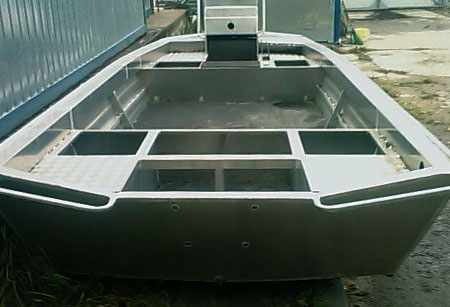 Кормовая зона лодки «RusBoat 50»