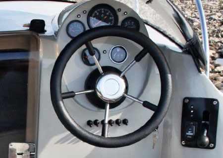 Пост управления катером «Vigor Jet 480 S WA»
