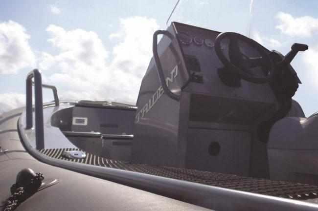 Консоль поста управления RIB-лодки «Piton 520»