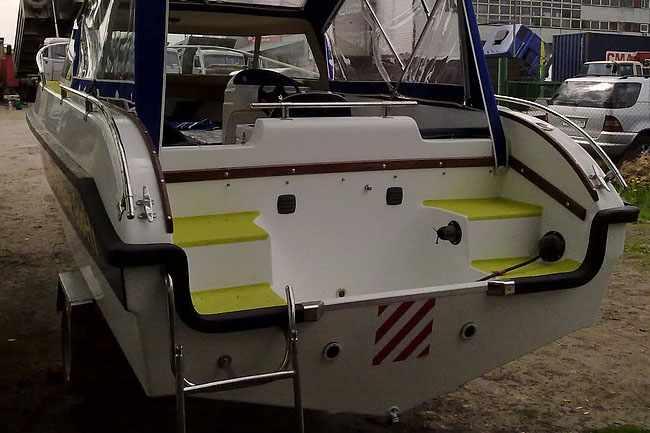 Корма лодки «Dancer 600 HT»
