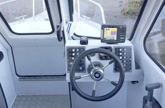 Пост управление на катере «Баренц 620»