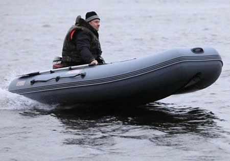 Лодка «Сапсан 360» на воде