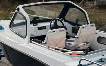 Кокпит лодки «Селенга 450 Классик»