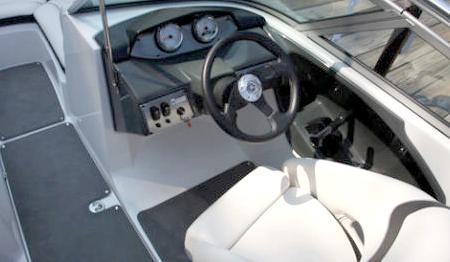 Пост управления катера «Yamaha 190»