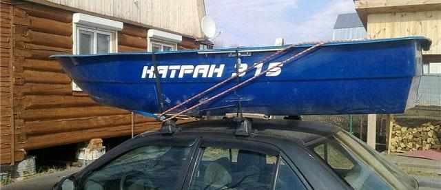 Лодка «Catran 315» на крыше автомобиля