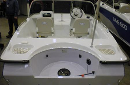 Моторная лодка «UMS-470PL». Корма