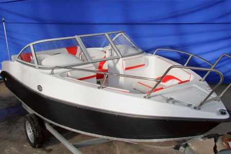 Носовой кокпит лодки «Absolut 165»