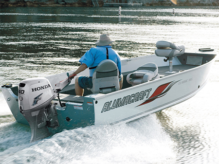 Подвесной лодочный мотор Honda BF40 на лодке