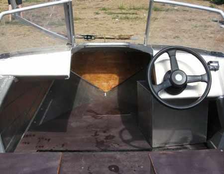 Компоновка носовой палубы охотничьей лодки «470 Hunter»