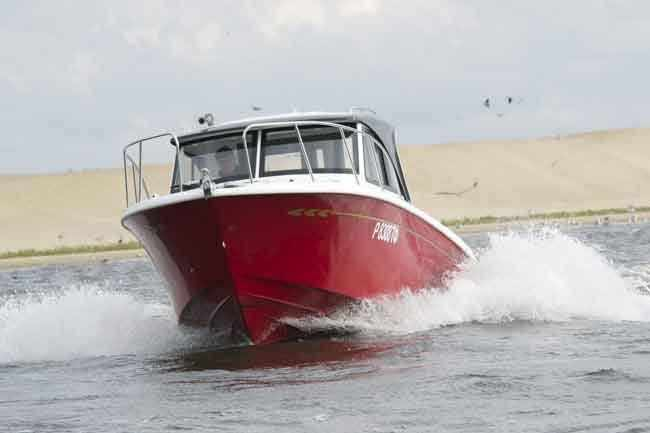 Обводы корпуса катера «Cabin Velvette 23 Active Sedan»
