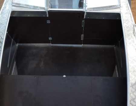 Носовой кокпит лодки «Тактика 470 Open»