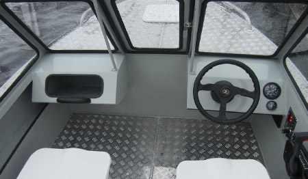 Консоли на лодке «Barents 470»