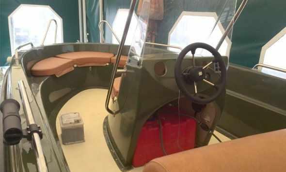 Консоль лодки «SAVA 475» с постом управления