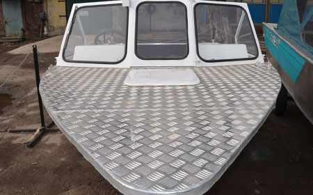 Капотный вариант лодки Рекорд 490