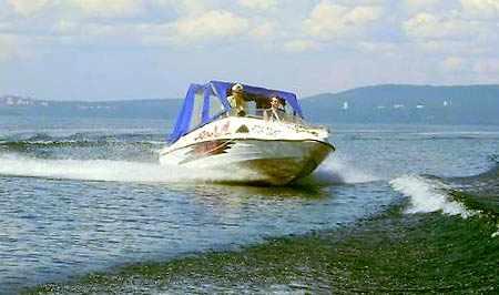 Катер «Николь Фаворит» на воде