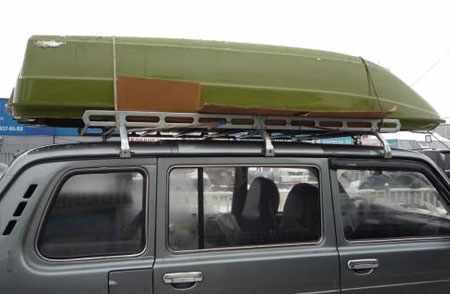 Лодка «Стрингер 265» на крыше автомобиля