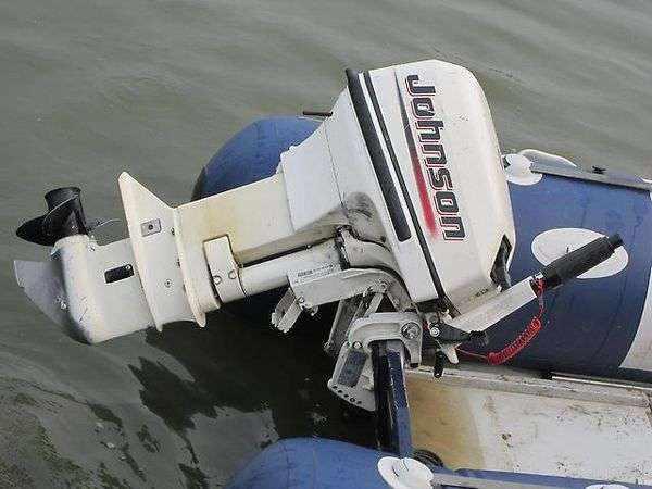 Подвесной лодочный моторJohnson 15R
