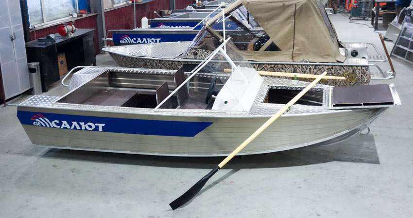 Моторная лодка Салют 430