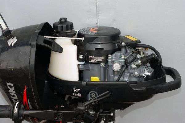 Масло в лодочный мотор 2 тактный