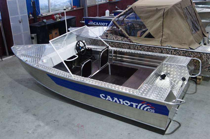 Алюминиевая моторная лодка Салют-430