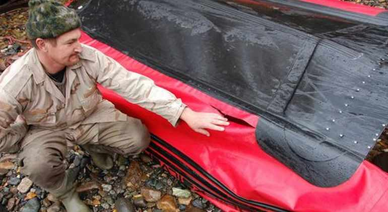 Осмотр лодки ПВХ на наличие повреждений