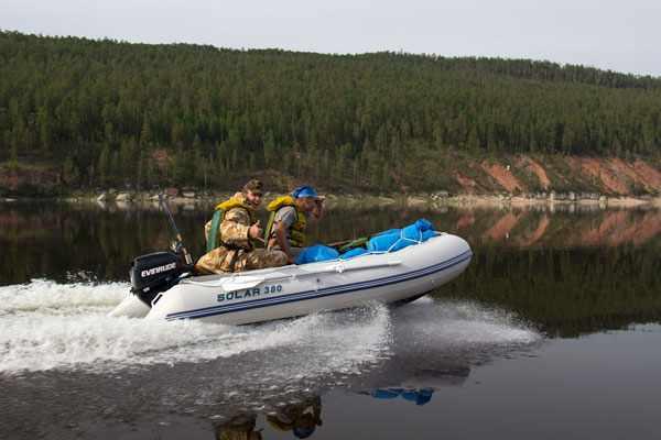 Evinrude 15 на лодке