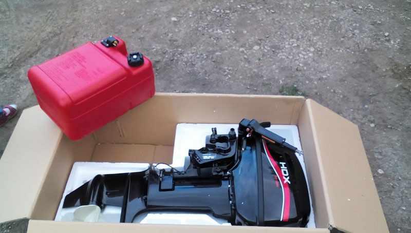 Лодочный мотор HDX T 9.9 BMS в упаковке