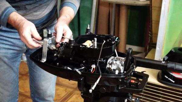Меняем свечи на лодочном моторе Hangkai 6