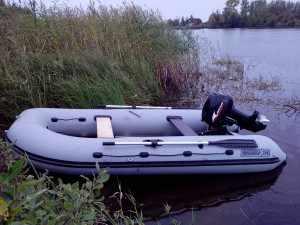 мотор Парус 9.9 на лодке